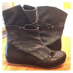 Morenatom navy leather booties